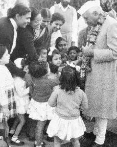 Childrens With Chacha Nehru