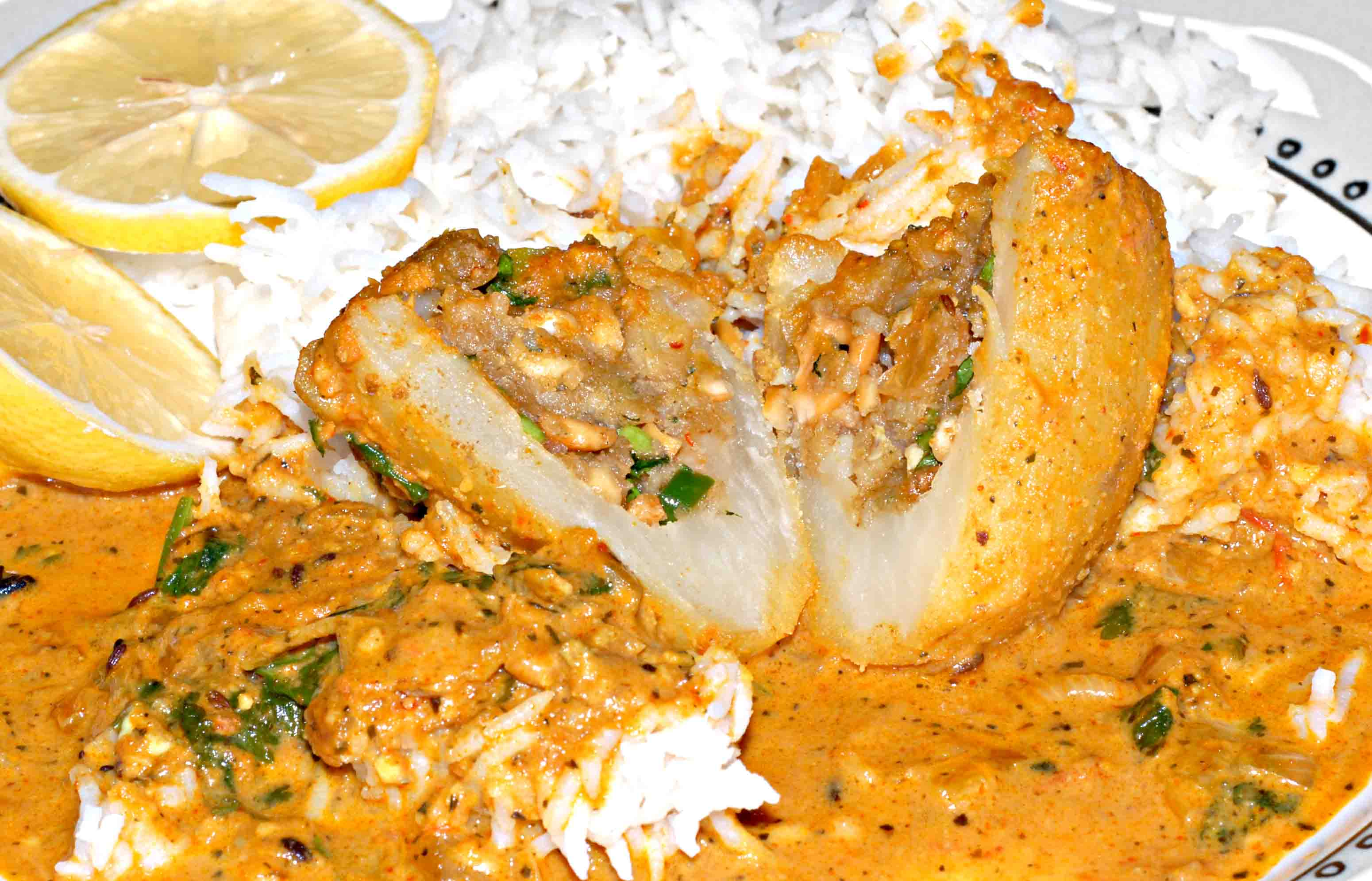 Barvan dum aloobarvan dum aloo dum vahrehvah barvan dum aloo is an exotic north indian dish it is a dish made of a mixture of dry fruits using the cashew nuts and raisins spices and fried trimmings forumfinder Choice Image